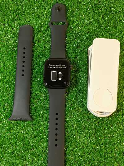 Apple Watch SE 44mm Space Gray Aluminium Case with Black Sport Band GPS+CEL